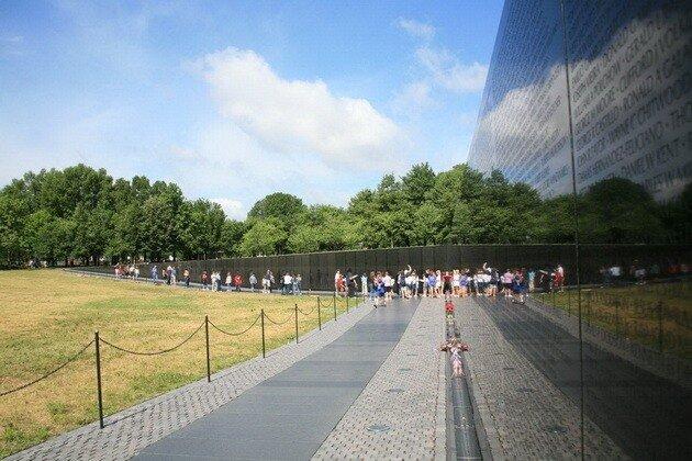 Мемориал ветеранам Вьетнамской войныНациональная аллея. Вашингтон.