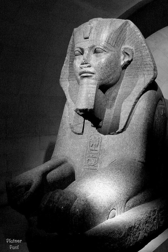 Сфинкс из Египетского отдела Лувра...