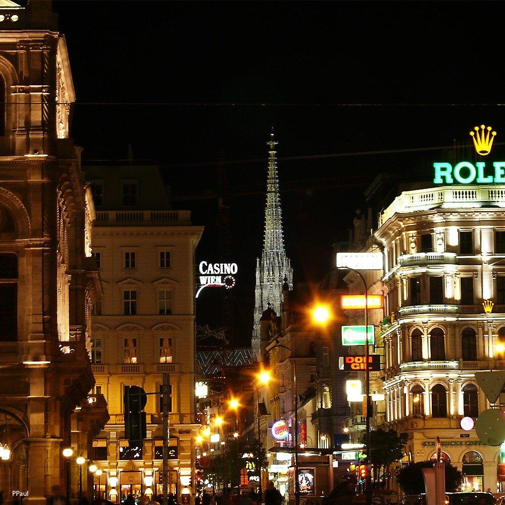 Огни ночной Вены. На заднем плане собор св. Штефана