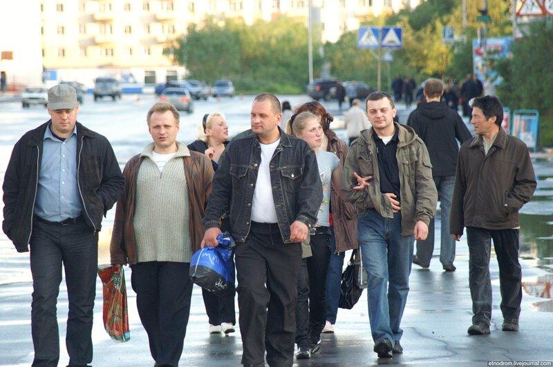 Шахтёры на выгуле (улица Ленина)