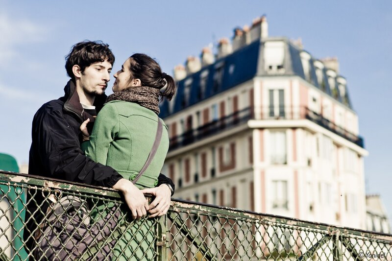 montmartre lovers catch photos by Yanidel
