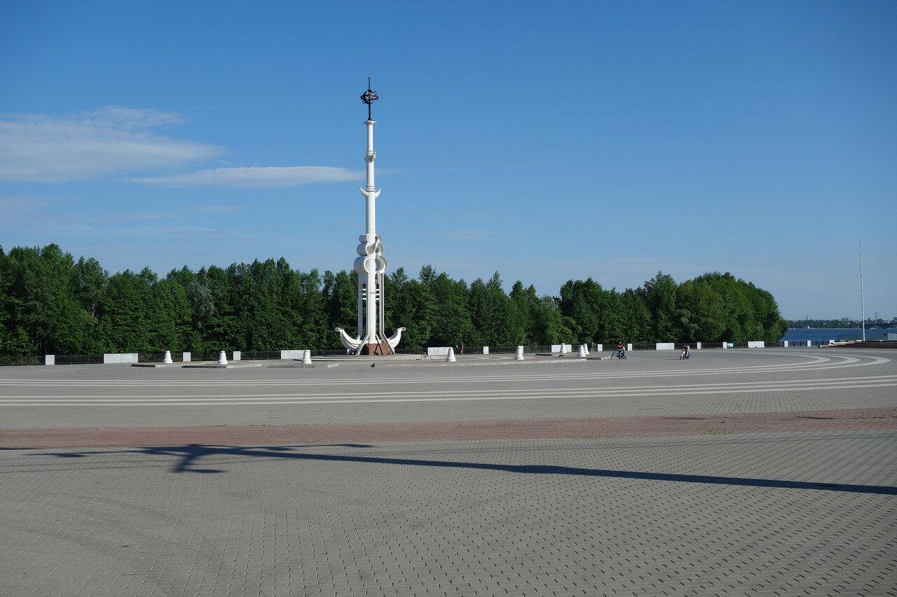 Ростральная колонна на Адмиралтейской площади