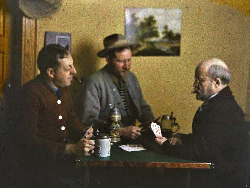Мужчины играют в карты, 1915 г..jpg