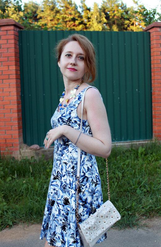 Платье - H&M, сумочка - Accessorize