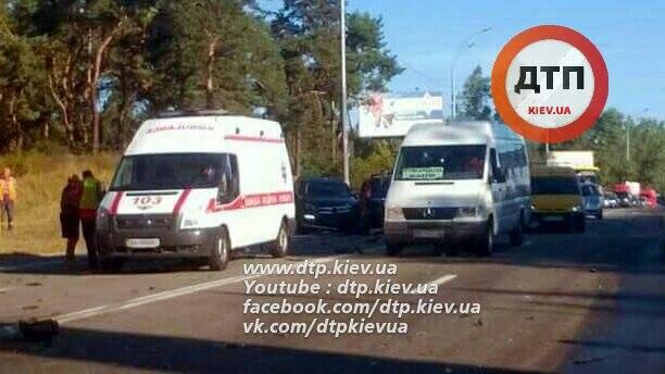 5 автомобилей столкнулись под Киевом. ВИДЕО+ФОТОрепортаж