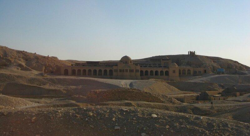 Храм Хатшепсут в Луксоре - заупокойный храм царицы в Дейр эль-Бахри - ЮНЕСКО, Храмы, Руины, Пустыня - luxor, egypt