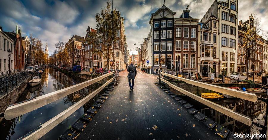 19.Нидерланды Главной достопримечательностью Нидерландов являются поля сотни тысяч тюльпанов. Но и