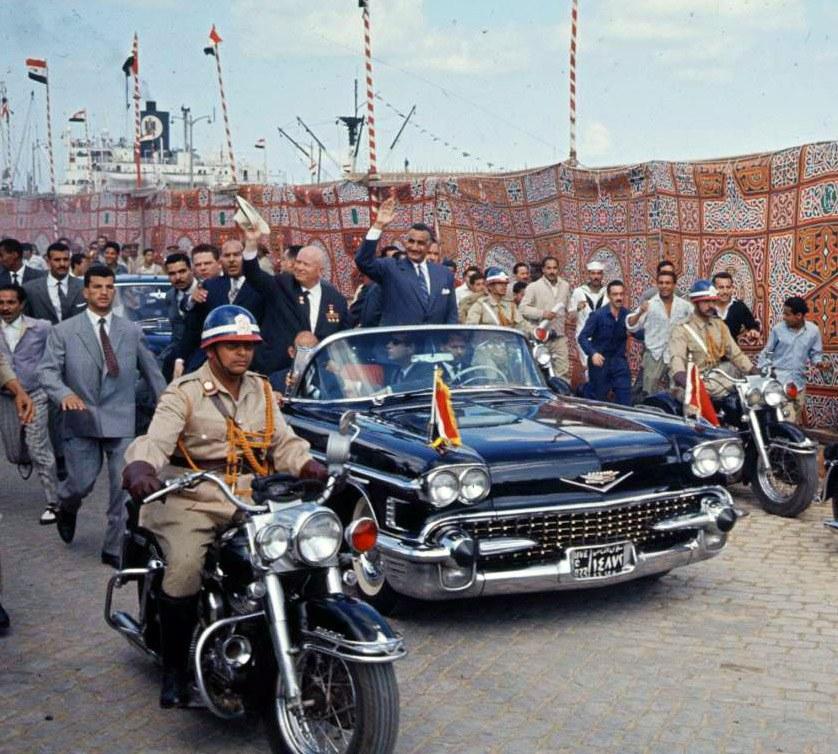 Конечно, Хрущев летал в Египет не позагорать и даже не для вручения Насеру звезды Героя Советск