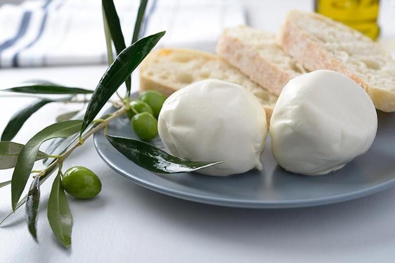 17. Нежирный сыр — это полезно и вкусно Не знаете, как сделать овощной салат еще более питательным?