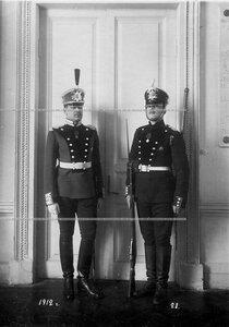 Обер-офицер и сапер батальона в парадной форме образца 1908-1917 гг.