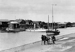 Постройки на берегу Ладожского канала.