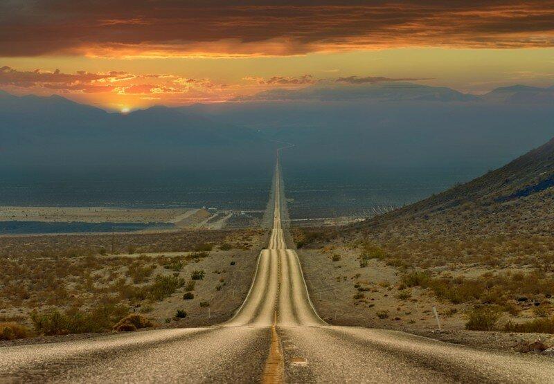 Дорога через долину смерти, Калифорния. Более 200 километров по прямой.