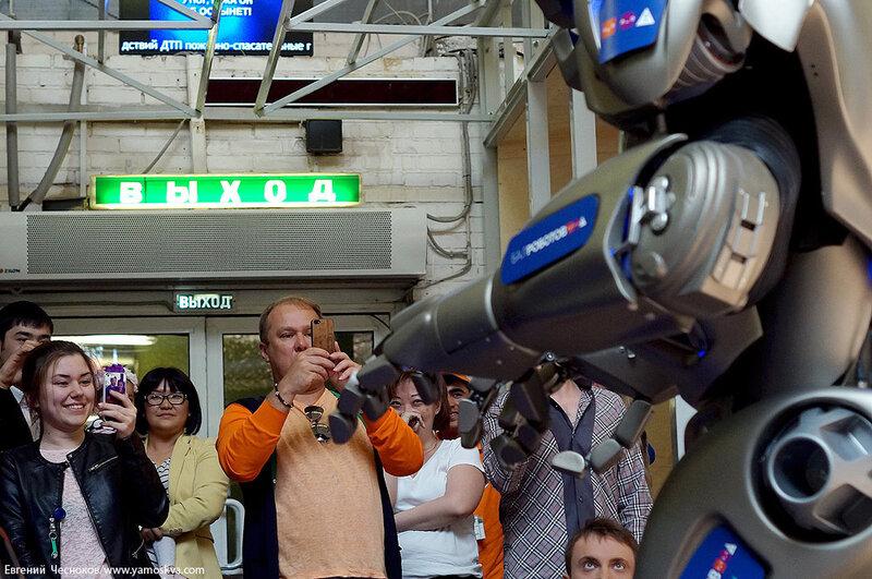 Весна. Даниловский. Робот Титан. 12.05.14.33..jpg