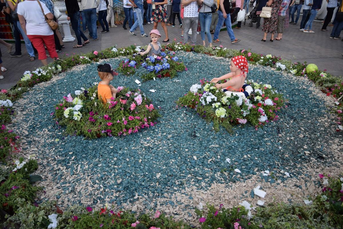 Фестиваль варенья и пикеты на Манежке