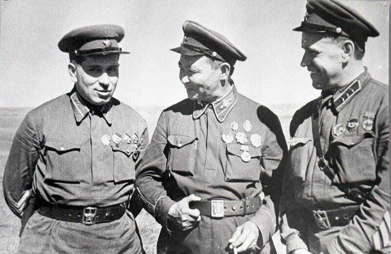 9-Командарм 2-го ранга штерн, маршал монголии чойбалсан и комкор жуков на кп хамар-даба. халхин-гол, 39.jpg