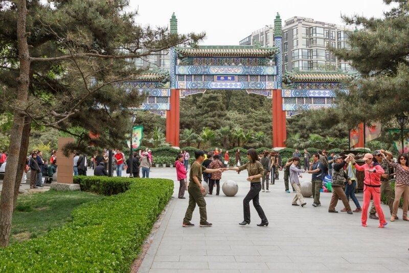Танцы в китайском парке