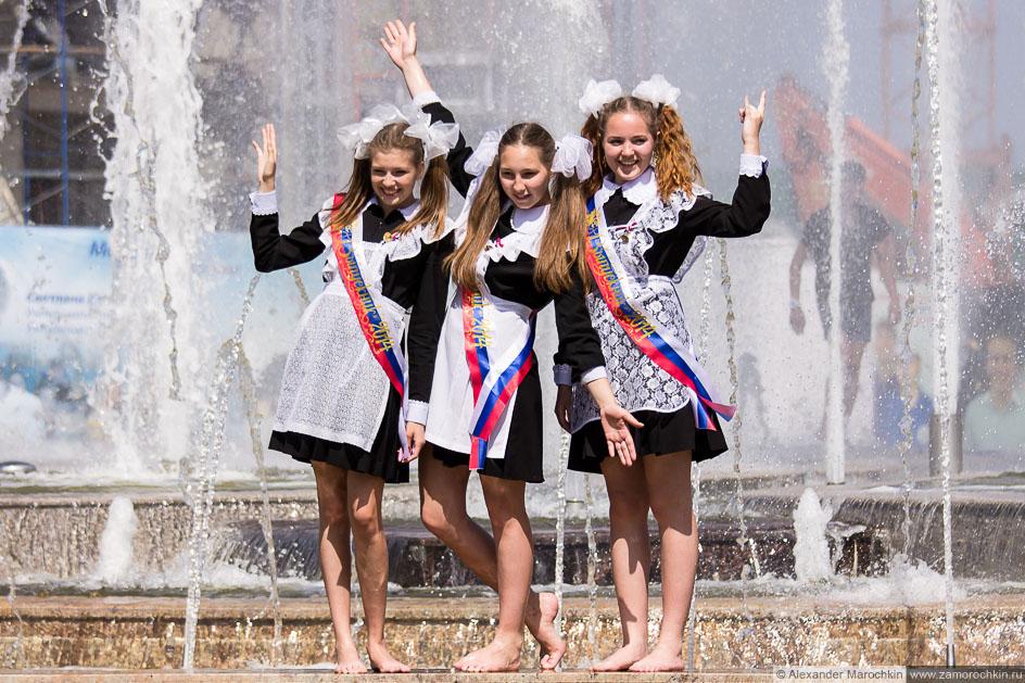Выпускницы в фонтане, фотография на память