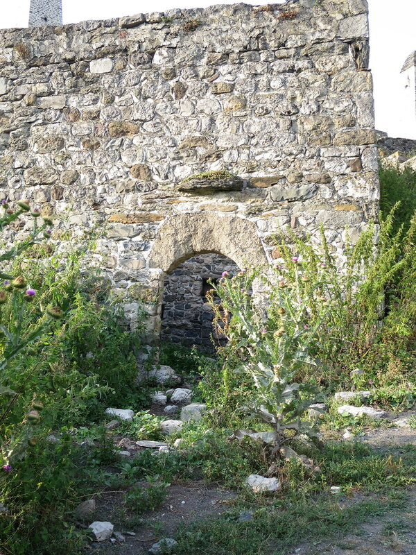 Вход в жилую башню, Эрзи