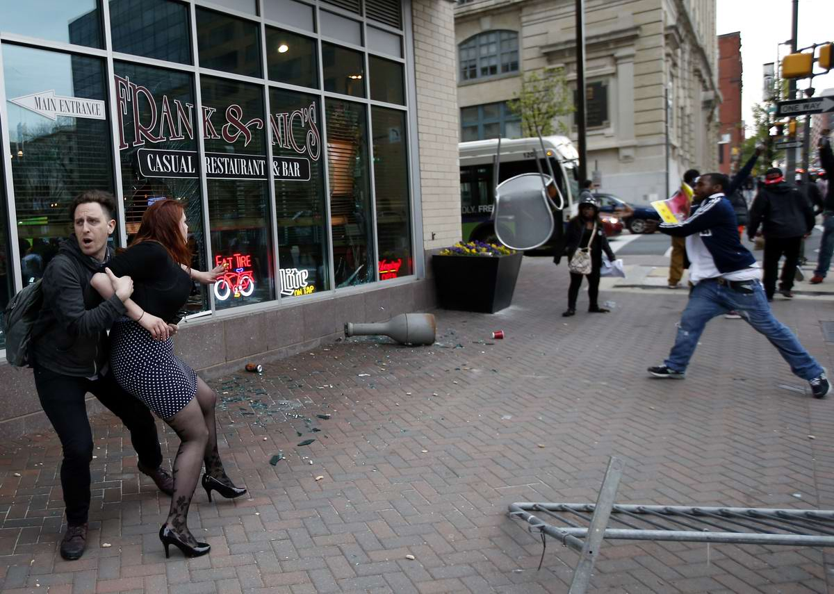 Конец полицейскому государству: Массовые протесты и уличные погромы в Балтиморе (США) (48)