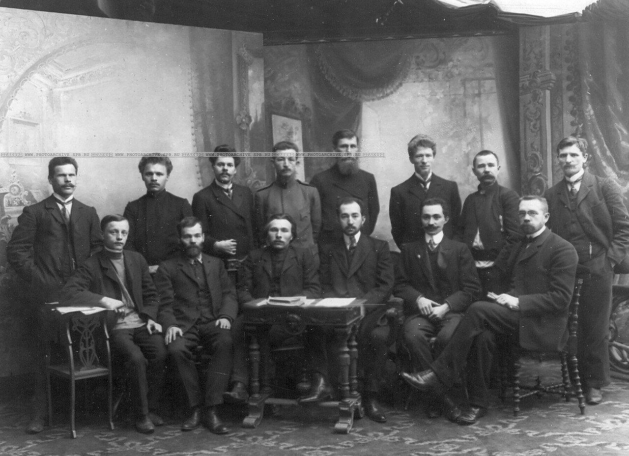 Группа депутатов Третьей Государственной думы - членов Российской Социал - Демократической Рабочей Партии (РСДРП) 1907 - 1912гг. Во втором ряду третий справа врач Покровский