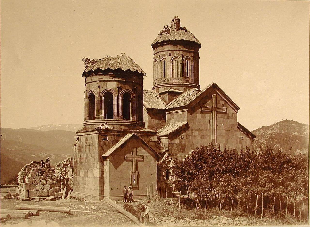 Общий вид древнего храма (1045 г.) Зарзмского монастыря