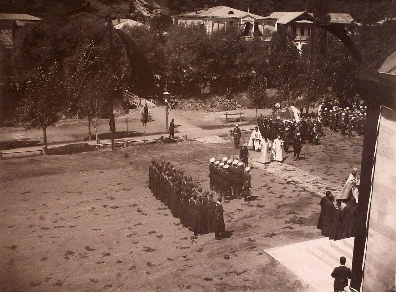Перенесение тела великого князя Георгия Александровича из дворца в Александро-Невскую церковь