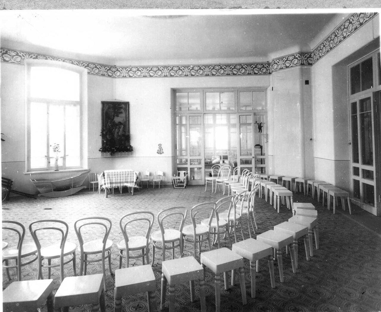 65. Зал для игр детей. 1913