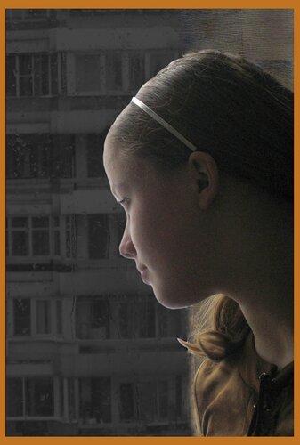 Машенька и луна                            Вечер …Стемнело…Одна, у окна. Девочка смотрит во двор…Мягко её осветила луна.– С ней поведу разговор…                        Стихи моего друга evgenichpae (Анатолия Помазуева )