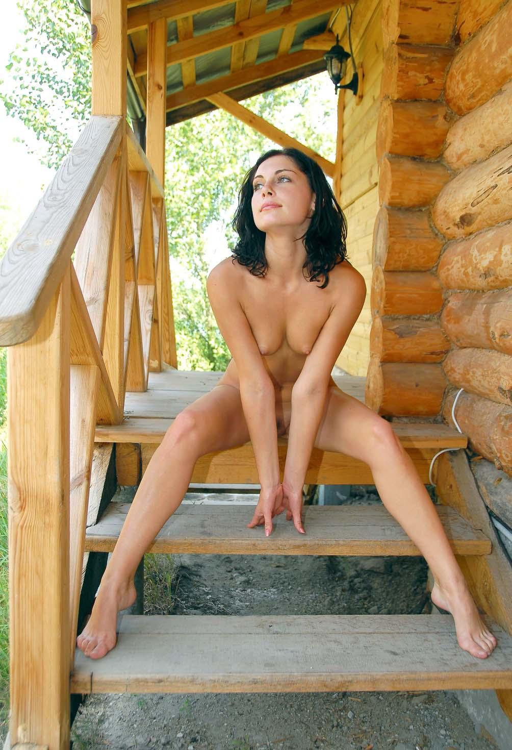 Юленька разделась у баньки (окончание) 20 фото