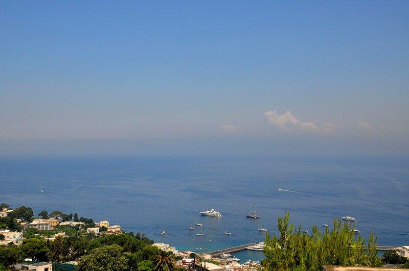 Неаполитанский залив в дымке