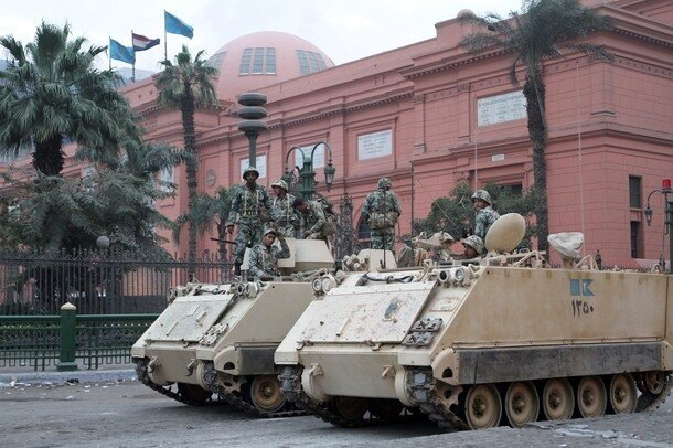 Egyptian soldiers stand guard in front o