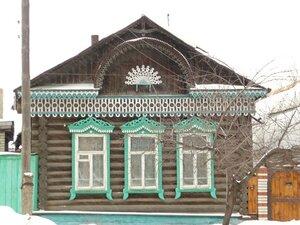 Красивый резной фасад