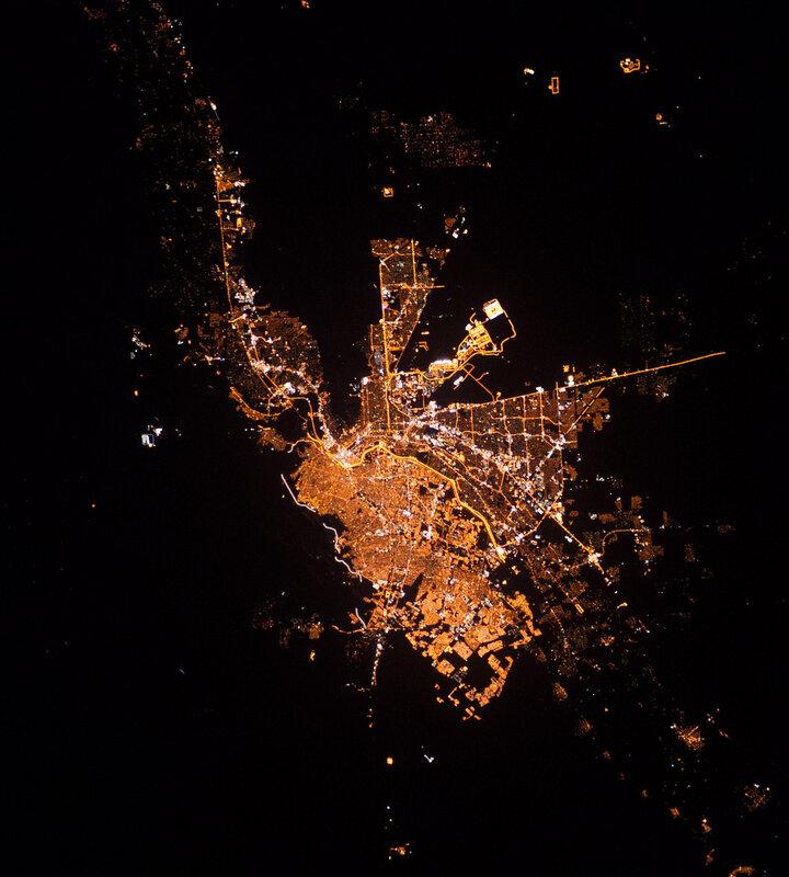 Сьюдад-Хуарес и Эль-Пасо ночью из космоса