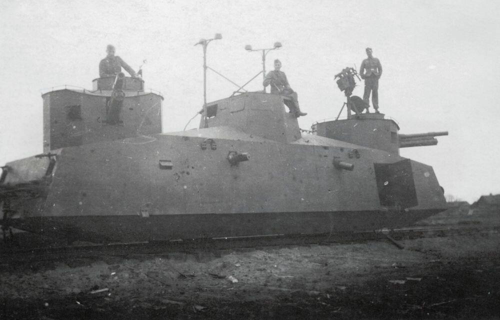 Захваченный советский броневагон.