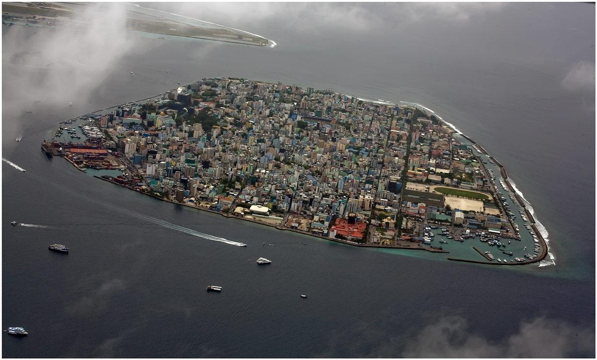 МАЛЕ - город в океане