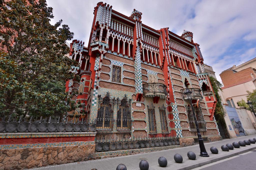 Дом Висенс — частный жилой дом, который был построен в 1883—1885 годах по заказу дона Мануэля Ви