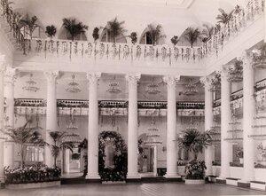Вид Колонного зала в здании Благородного (Дворянского собрания), украшенного к торжествам коронации.