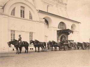 Карета одного из участников торжественной коронации на Императорской площади Кремля.