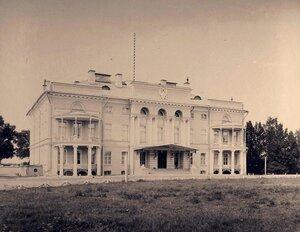 Вид фасада Александровского дворца в усадьбе Нескучное.