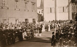Торжественное шествие иностранных принцесс от Красного крыльца Грановитой палаты к южным дверям Успенского собора в день торжественной коронации.