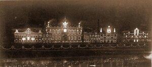 Вид домов на набережной Москвы-реки, празднично иллюминированных в честь торжества коронации.