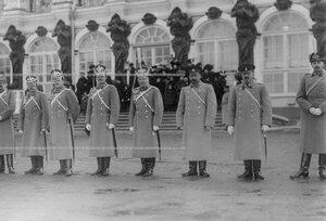 Группа офицеров полка  во время парада на плацу перед Екатерининским дворцом.