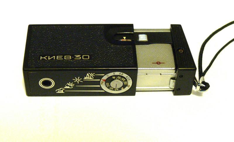 «КИЕВ 30» — карманная камера, которая помещалась в пачке сигарет, вполне можно использовать для шпионажа