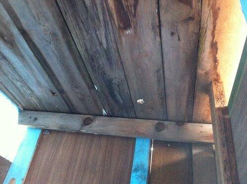 В крыше 2 дырки
