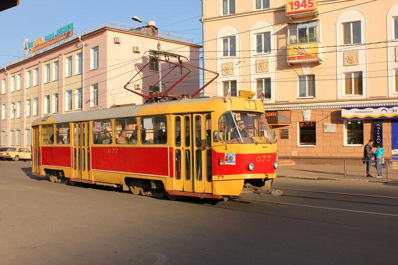 Трамвай 077