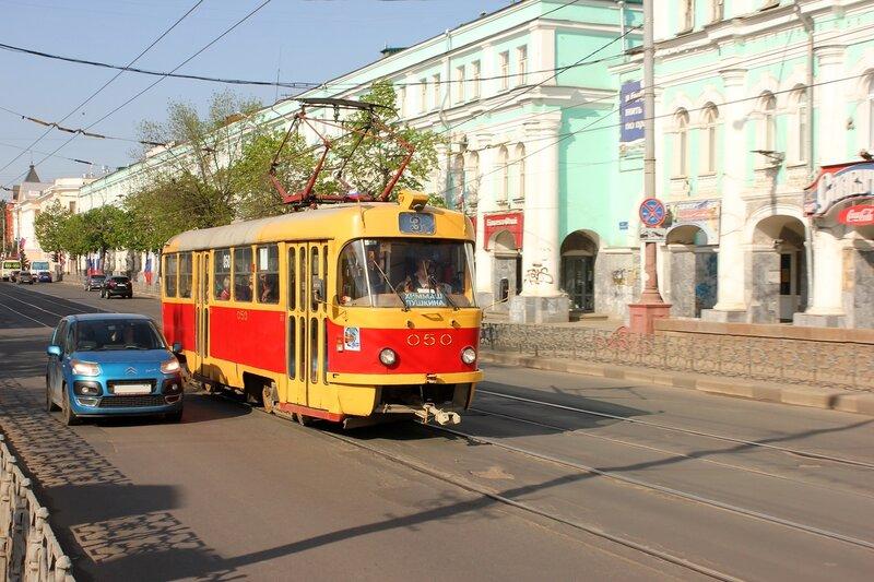 Трамвай 050
