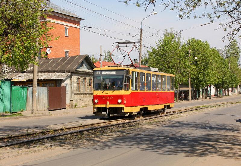 Трамвай 090