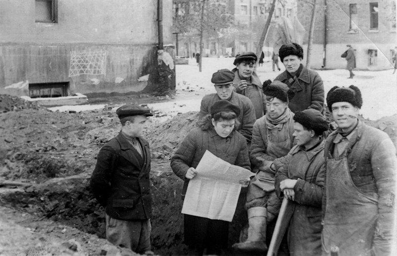 1945. На газификации раб. поселка им. 1905 года.Красная Пресня