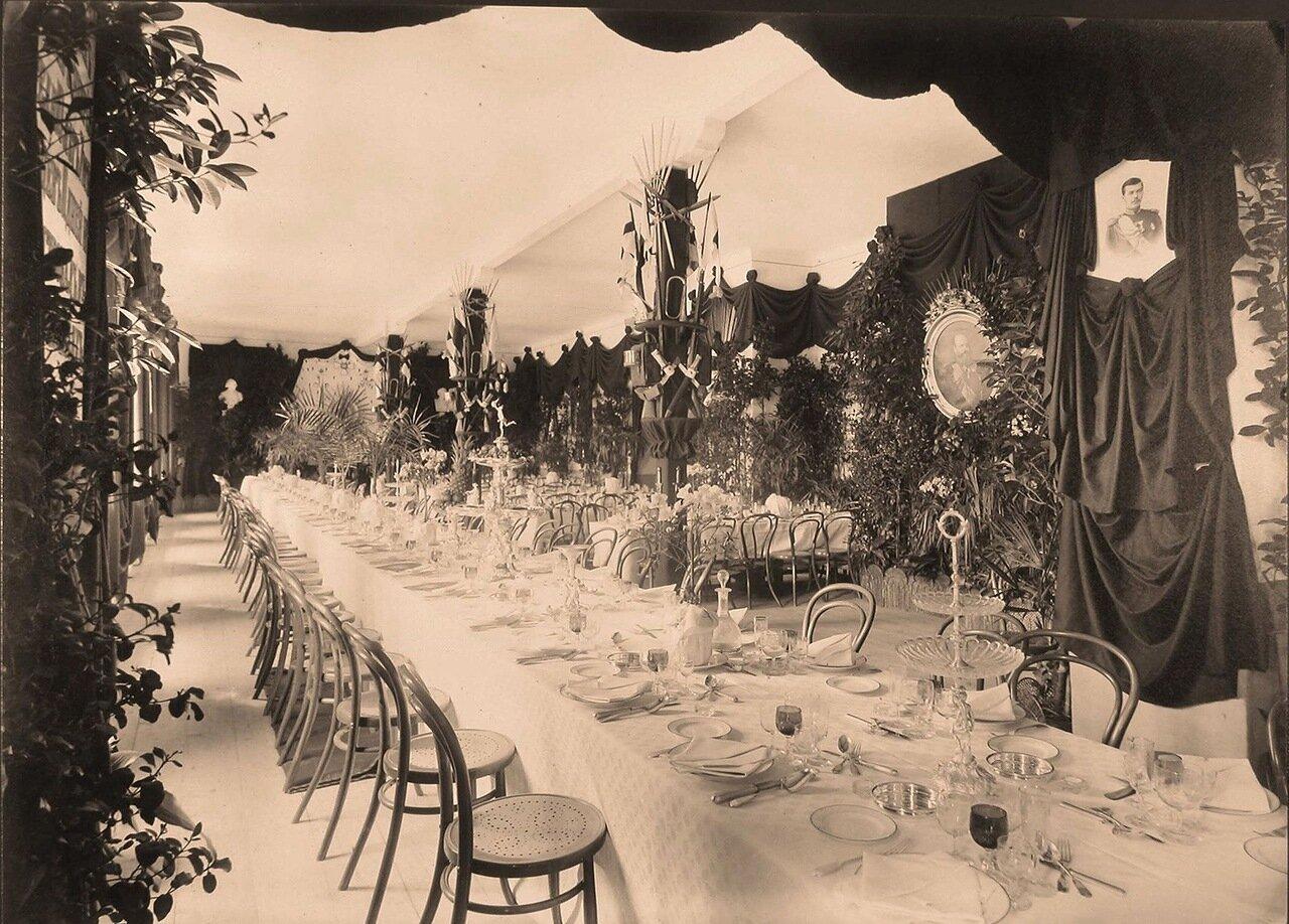 Вид столов, сервированных для торжественного обеда в честь празднования 100-летнего юбилея лейб-гвардии Павловского полка