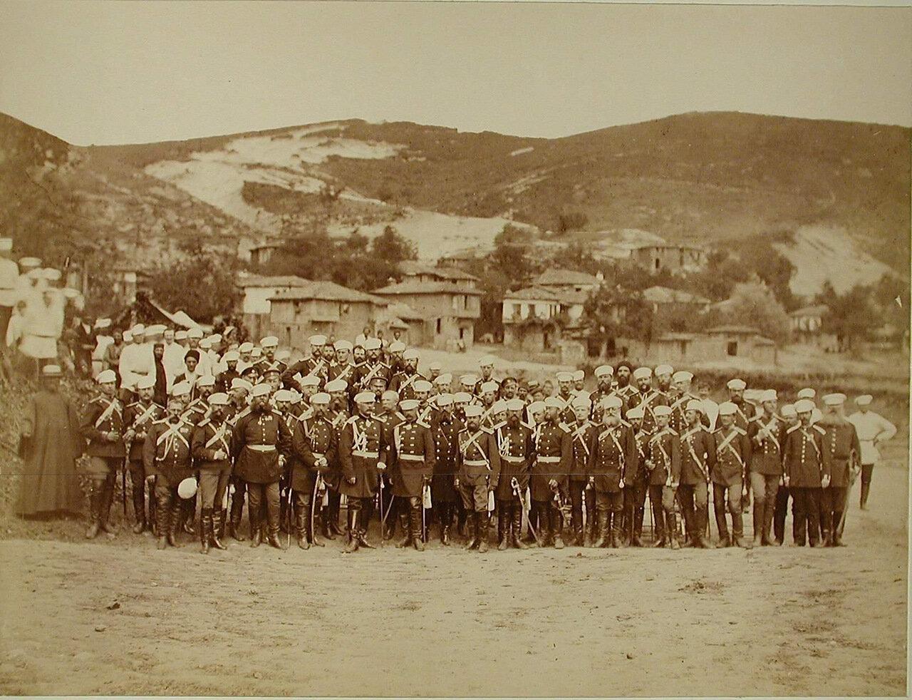 27. Группа офицеров Лейб-Гвардии Конно-Гренадёрского полка в день полкового праздника. Турция. Богоскиой